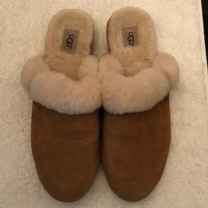 UGG SCUFETTE FUZZY SLIPPERS WOMENS SIZE 9